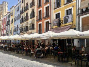El Ayuntamiento de Cuenca amplía los horarios de las terrazas una hora de domingo a jueves y mantiene los del fin de semana