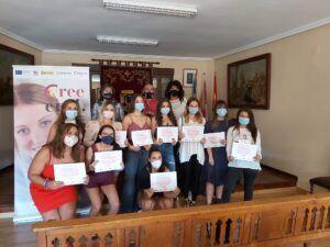 """Entrega de diplomas correspondientes al curso """"AUXILIAR DE PELUQUERIA Y ESTÉTICA"""" desarrollado en Belvís de la Jara (Toledo) dentro del programa PICE de la Cámara, para 12 chicos"""