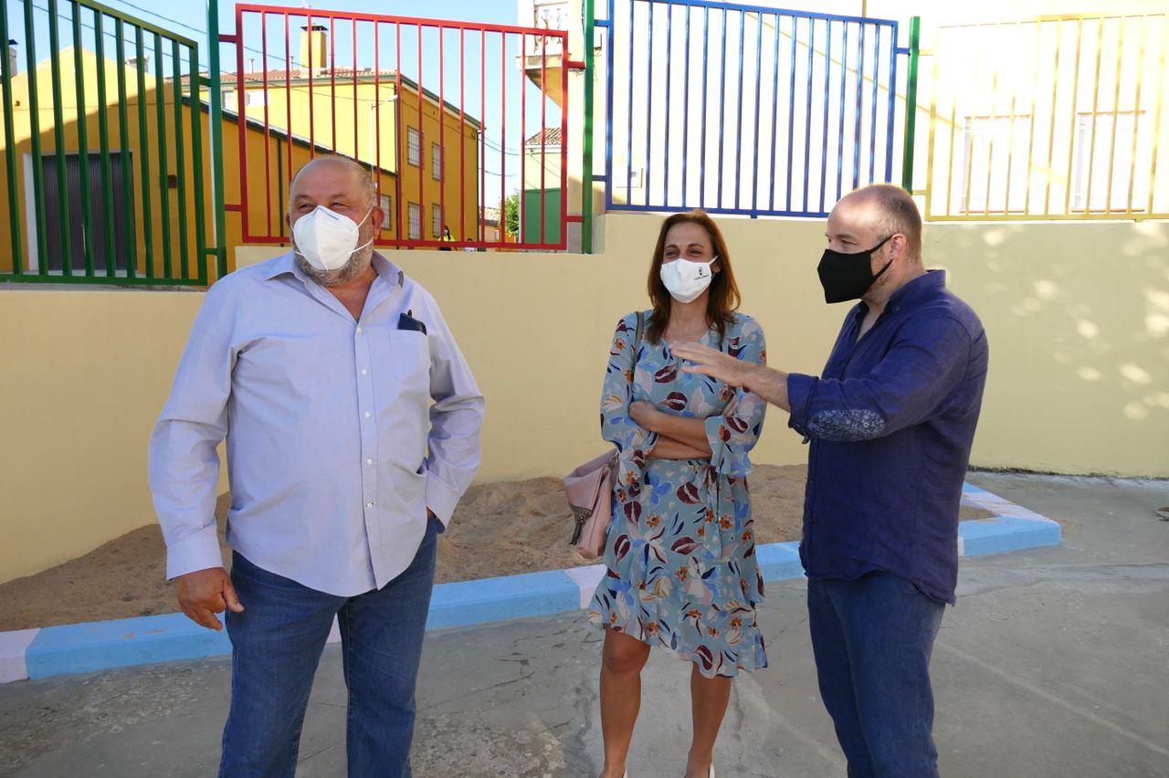 Pérez inaugura la escuela municipal de Albendea tras 8 años cerrada