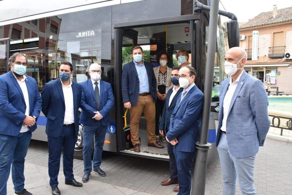 El Gobierno regional pone en marcha el primer autobús de líneas regulares interurbanas de Castilla-La Mancha propulsado a gas
