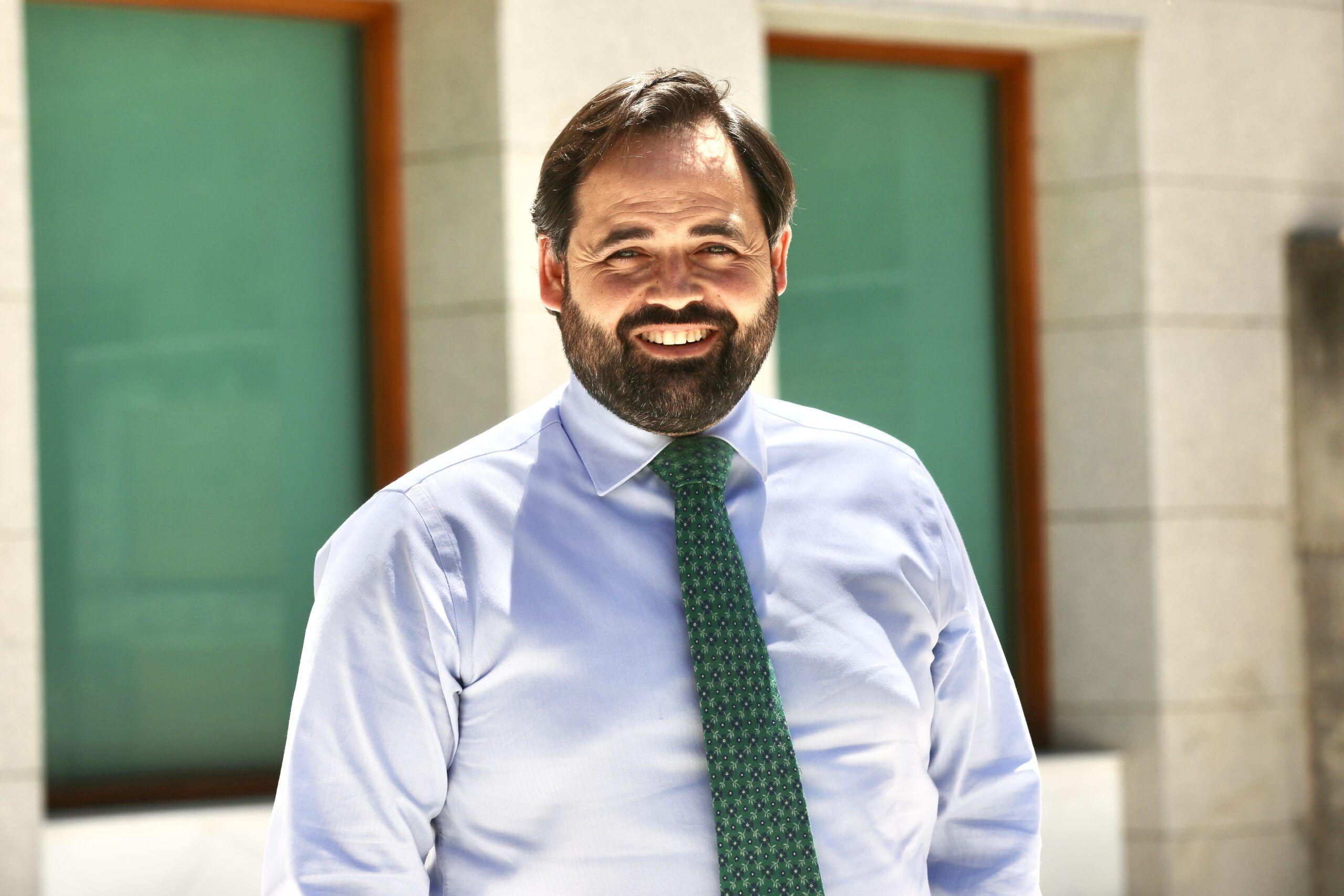 """Núñez pide a los españoles poner de relevancia su """"apoyo incondicional a nuestra patria"""" y a los valores de la hispanidad como el régimen constitucional y la figura del Rey"""