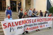 Alrededor de 150 hosteleros de la provincia representan el malestar del sector ante la Subdelegación del Gobierno en la capital
