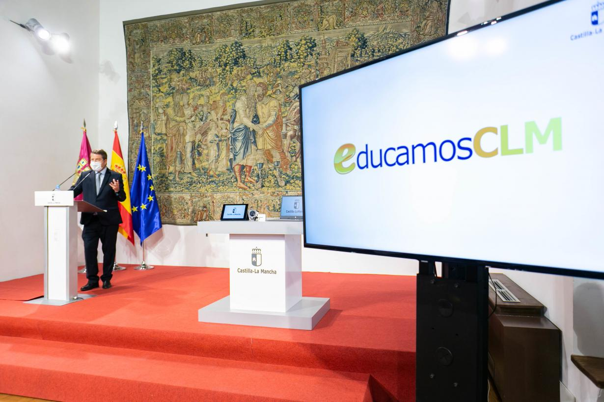 """El presidente regional valora el """"cambio revolucionario"""" y el """"salto de gigante"""" que supone la nueva plataforma digital ´EducamosCLM´"""