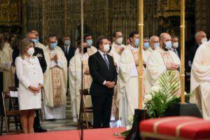 La alcaldesa participa en el acto de imposición del Palio Arzobispal a Monseñor Francisco Cerro Chaves
