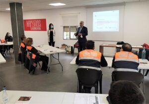 Cerca de 40 alumnos reciben formación básica sobre Protección Civil y el uso del desfibrilador automático