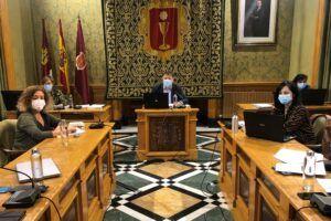 El Pleno aprueba ceder la parcela de las escuelas Astrana Marín para hacer realidad el Centro de Mayores de Las Quinientas