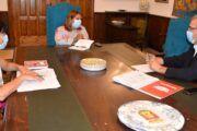 La alcaldesa conoce de primera mano la labor de Cruz Roja en Talavera durante la pandemia en materia social, de empleo o educación