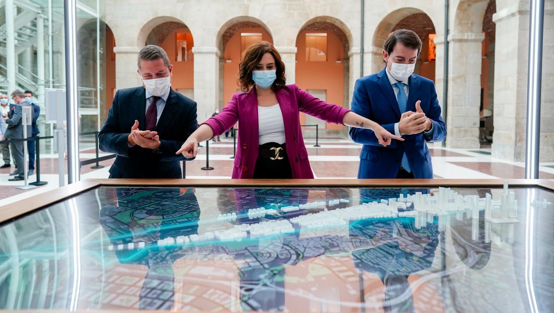 """Castilla-La Mancha acuerda """"el reforzamiento de los mecanismos de coordinación"""" con Madrid y Castilla y León en la lucha contra la pandemia"""