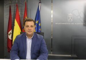 Manuel Serrano pide a Page que comprometa presupuesto para los colegios de Medicina y Universidad, el centro de salud de Villacerrada, la autovía a Cuenca y el refuerzo de la Atención Primaria
