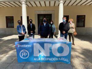 La campaña del PP contra la ocupación ilegal de viviendas recoge más de mil firmas en Torrijos