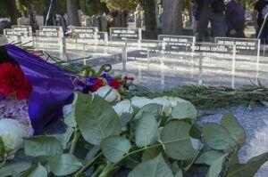 El Ayuntamiento dignificará los espacios del cementerio con restos de víctimas del franquismo e instalará placas con todos sus nombres