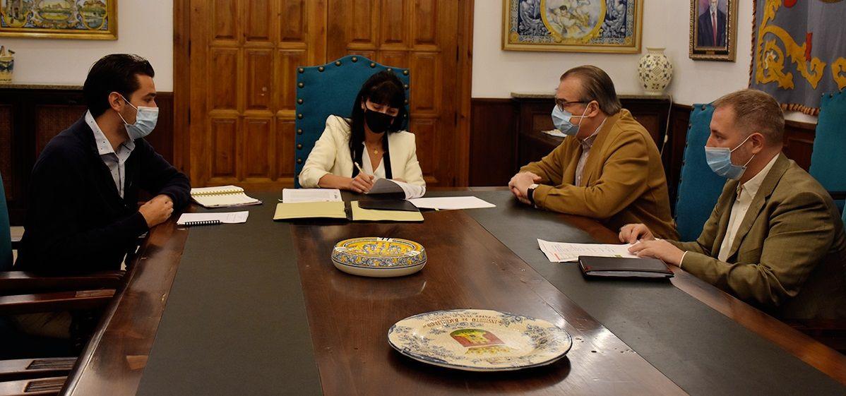 """El Ayuntamiento de Talavera renueva su convenio con Cáritas para apoyar el """"gran trabajo que realizan diariamente en la ciudad"""