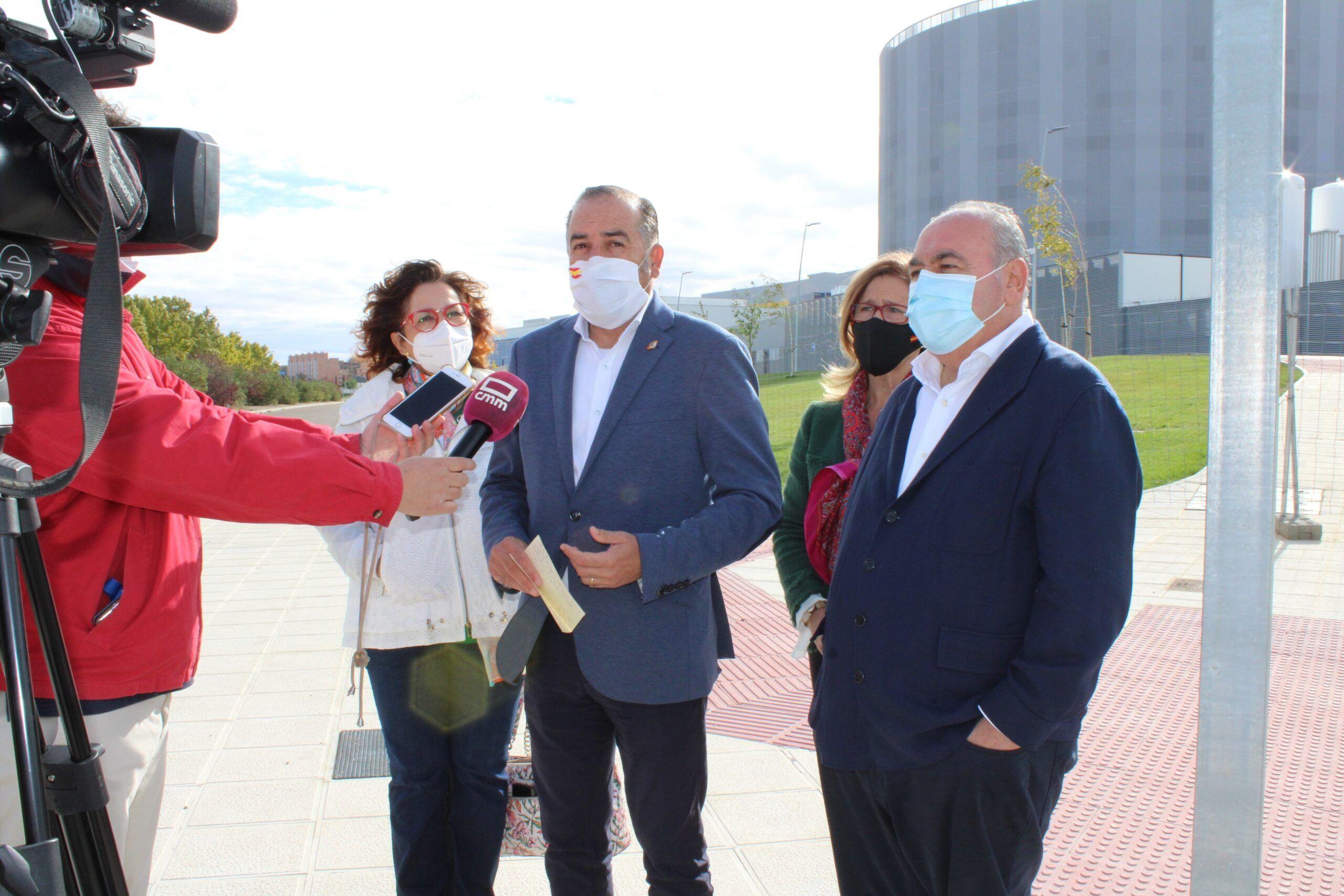 """Gregorio pide a Page que deje los platós de televisión y abra """"ya"""" el nuevo Hospital Universitario de Toledo"""