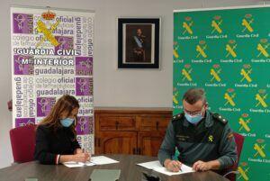 La Guardia Civil y el Colegio Oficial de Farmacéuticos de Guadalajara firman un procedimiento operativo de colaboración