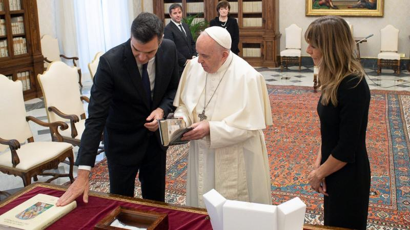 """El Vaticano pide a Sánchez que tenga un """"diálogo constante"""" con los obispos españoles"""