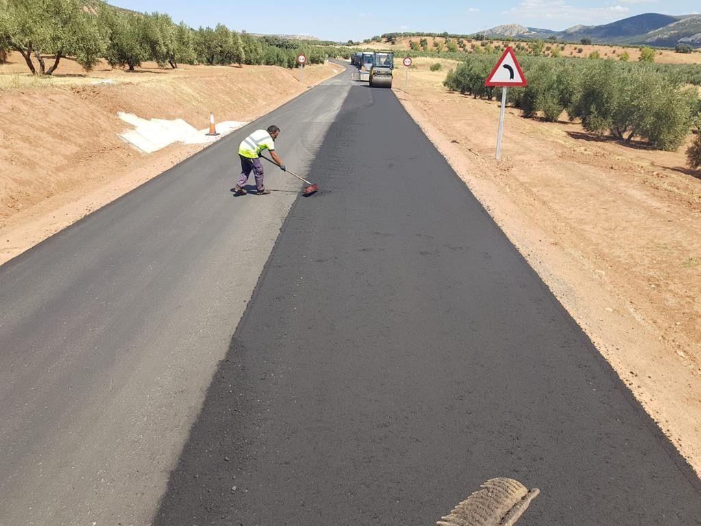El Gobierno de Castilla-La Mancha finalizará este otoño las obras de la carretera CM-3202 entre las localidades de Albaladejo y Villanueva de la Fuente