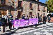 El Ayuntamiento de Talavera reivindica la protección de las niñas frente a la violencia durante el minuto de silencio de este mes