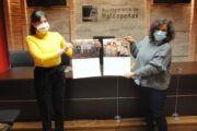 Valdepeñas tiende la mano a AFANION con sus calendarios solidarios