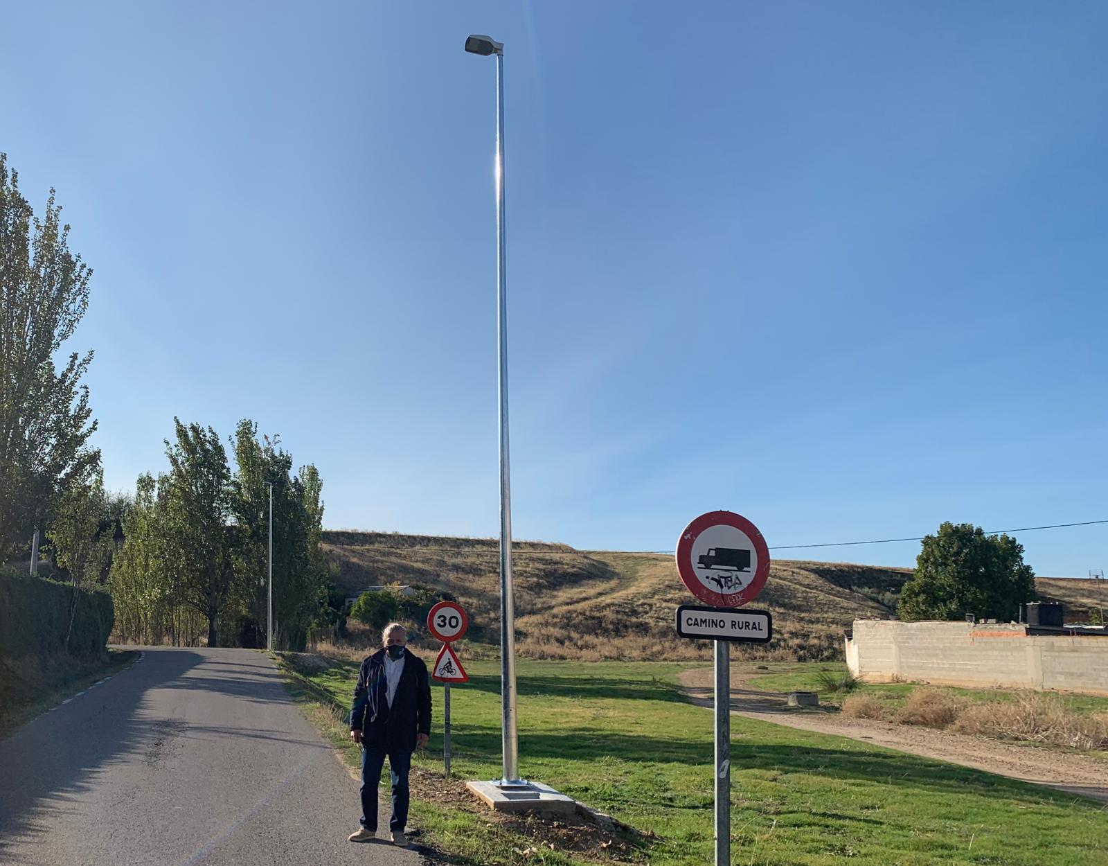 El camino rural del Camino de Guadalajara que conecta El Casar con la urbanización de Montecalderón cuenta con iluminación