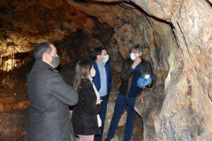 La Diputación colabora con el Ayuntamiento de Villares del Saz en la cuarta fase de la rehabilitación de la Cueva del Estrecho