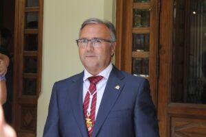 """El alcalde de Pétrola reitera su malestar por el recorte en el servicio de Correos y lamenta el """"hachazo al Medio Rural"""""""