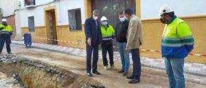 El presidente de la Diputación visitó las obras de renovación de la red de alcantarillado de la calle Mayor de Villacañas