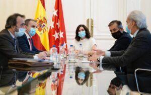 Madrid, Canarias y Baleares reducen más del 25% los contagios mientras la segunda ola crece en España