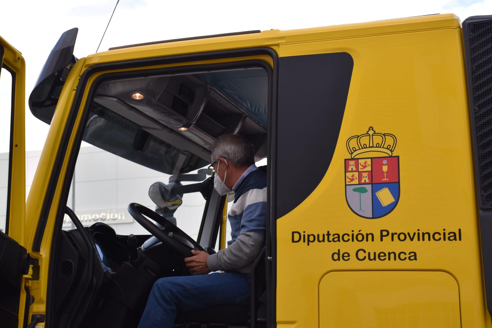 La Diputación invierte 150.000 euros en la adquisición de un camión cisterna para atender las urgencias de los municipios
