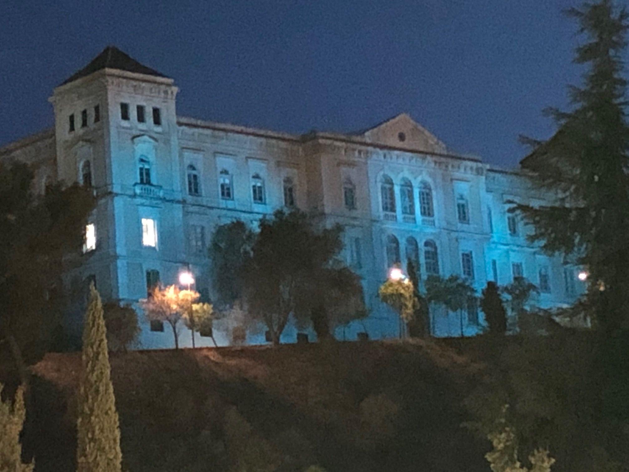 La Diputación de Toledo ilumina su fachada de azul para conmemorar el Día Universal de la Infancia