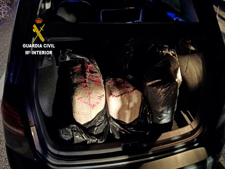 La Guardia Civil incauta más de 101 kilos de hachís en la autovía A-43
