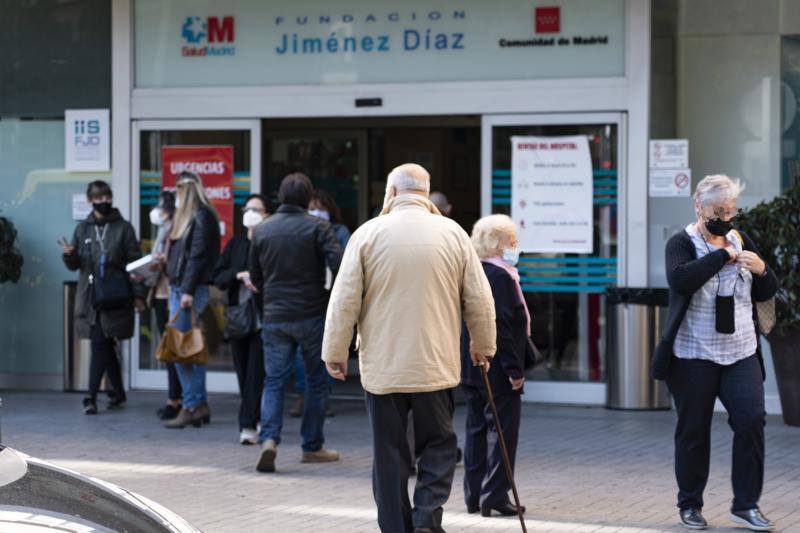España suma 15.318 contagios pero reduce tanto la transmisión como los hospitalizados