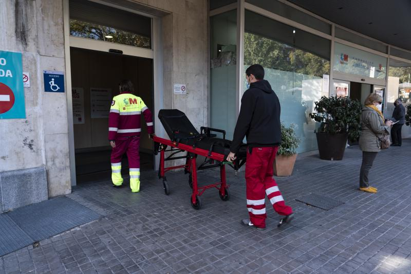 España supera las mil muertes en una semana aunque baja levemente la transmisión