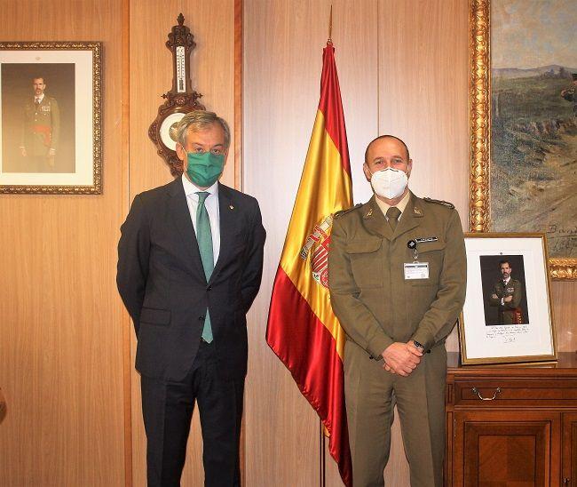 Eurocaja Rural visita al nuevo director del Museo del Ejército