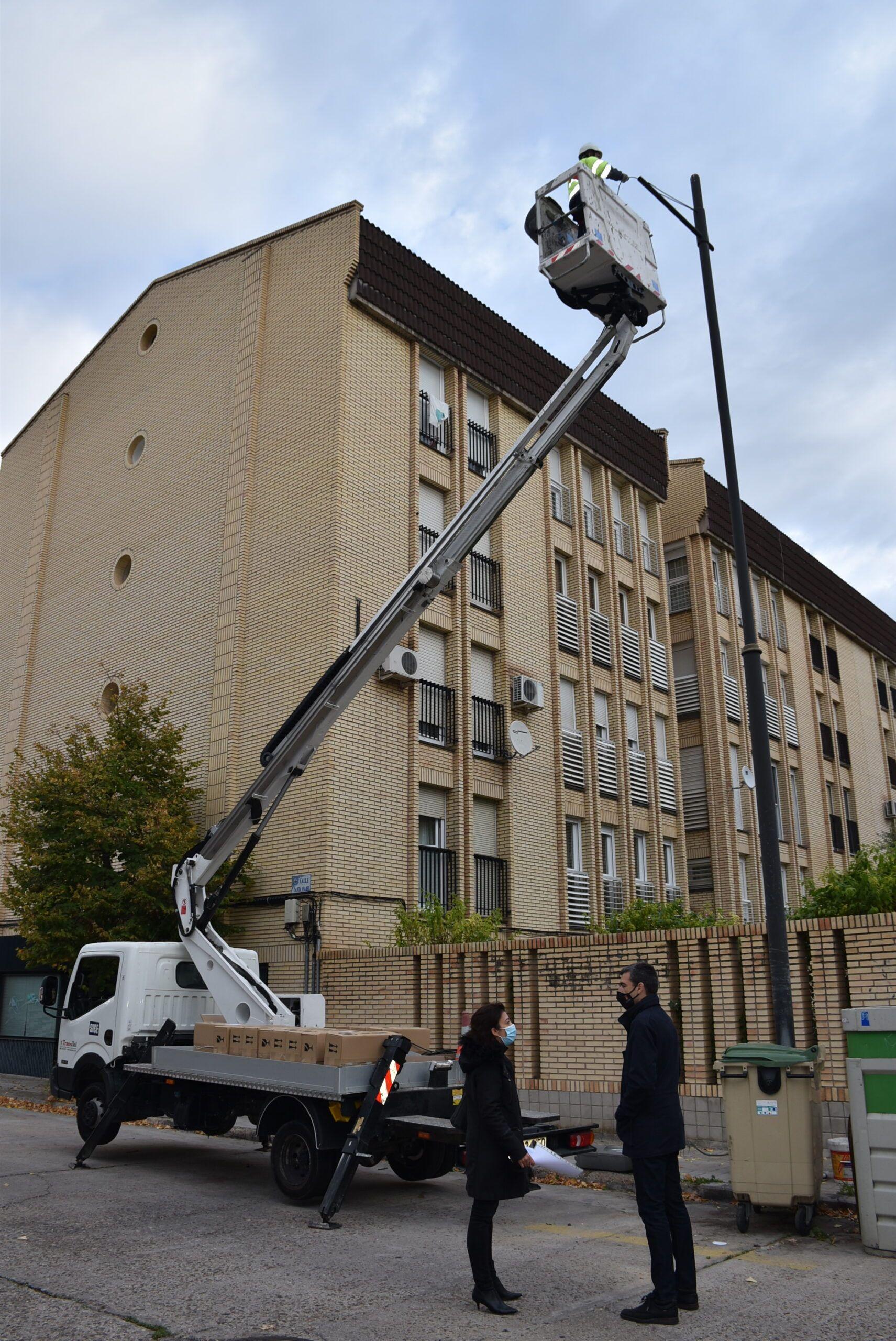 Dan comienzo las obras de sustitución de luminarias con más de 6.000 puntos de actuación en la ciudad, y un ahorro estimado de casi 500.000 euros y 3,8 millones de Kw/h al año