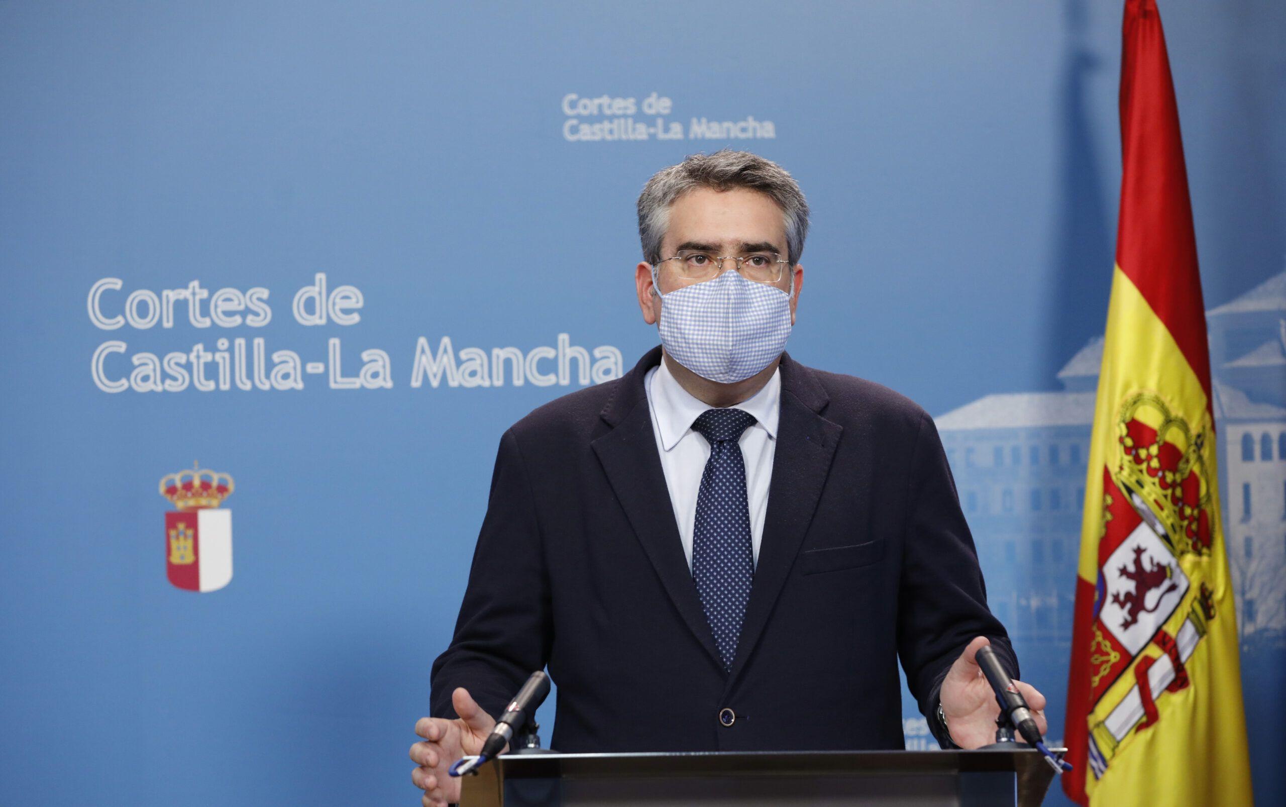 """Rodríguez califica de `obsceno´ que Page destine casi 50 millones de euros a CMM y se lo quite a la Sanidad, Educación y Agricultura cuando hay gente que no llega a fin de mes"""""""