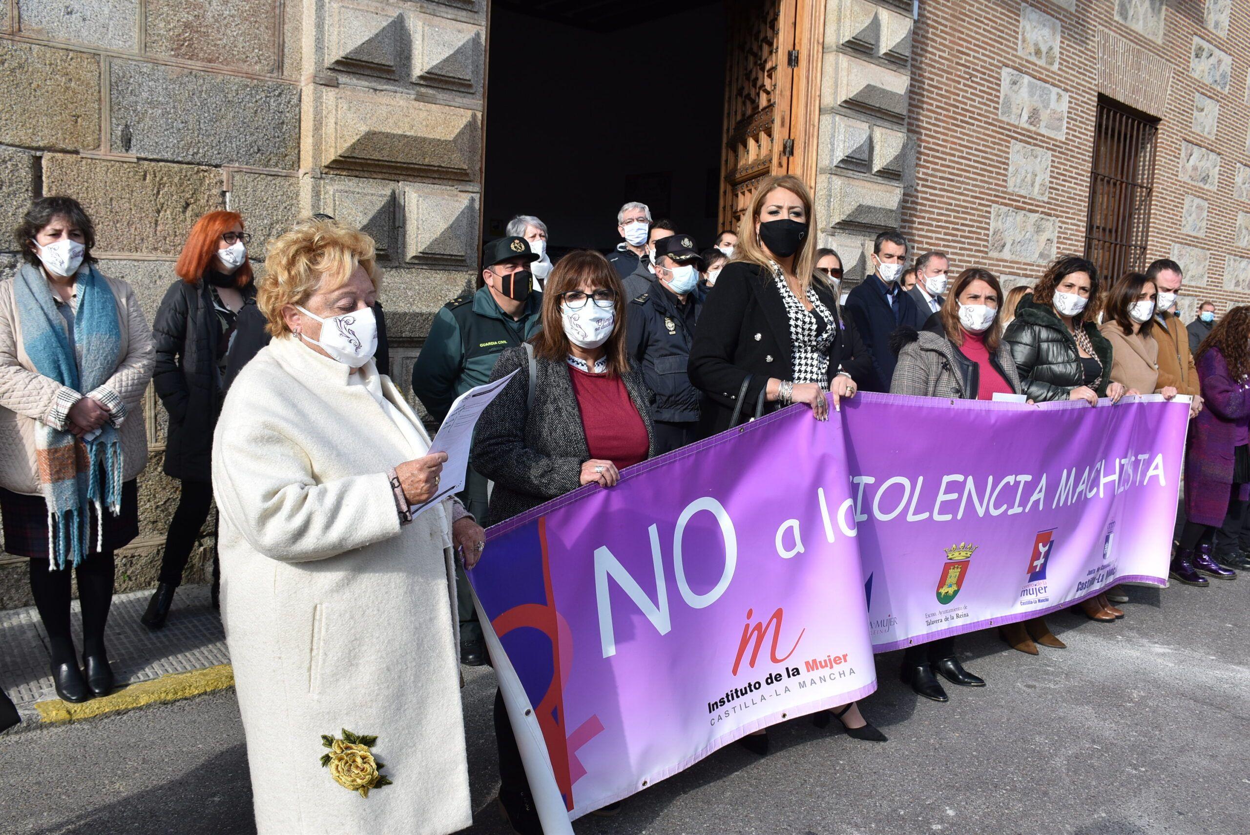 El Ayuntamiento se suma al compromiso para luchar contra la violencia que se ejerce contra las mujeres y a la defensa de las políticas de igualdad