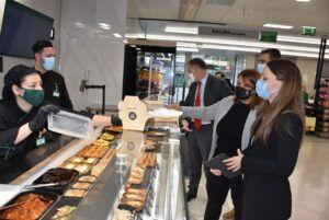 La alcaldesa visita la nueva tienda de Mercadona valorando las novedades en cuanto a eficiencia energética, sostenibilidad y accesibilidad