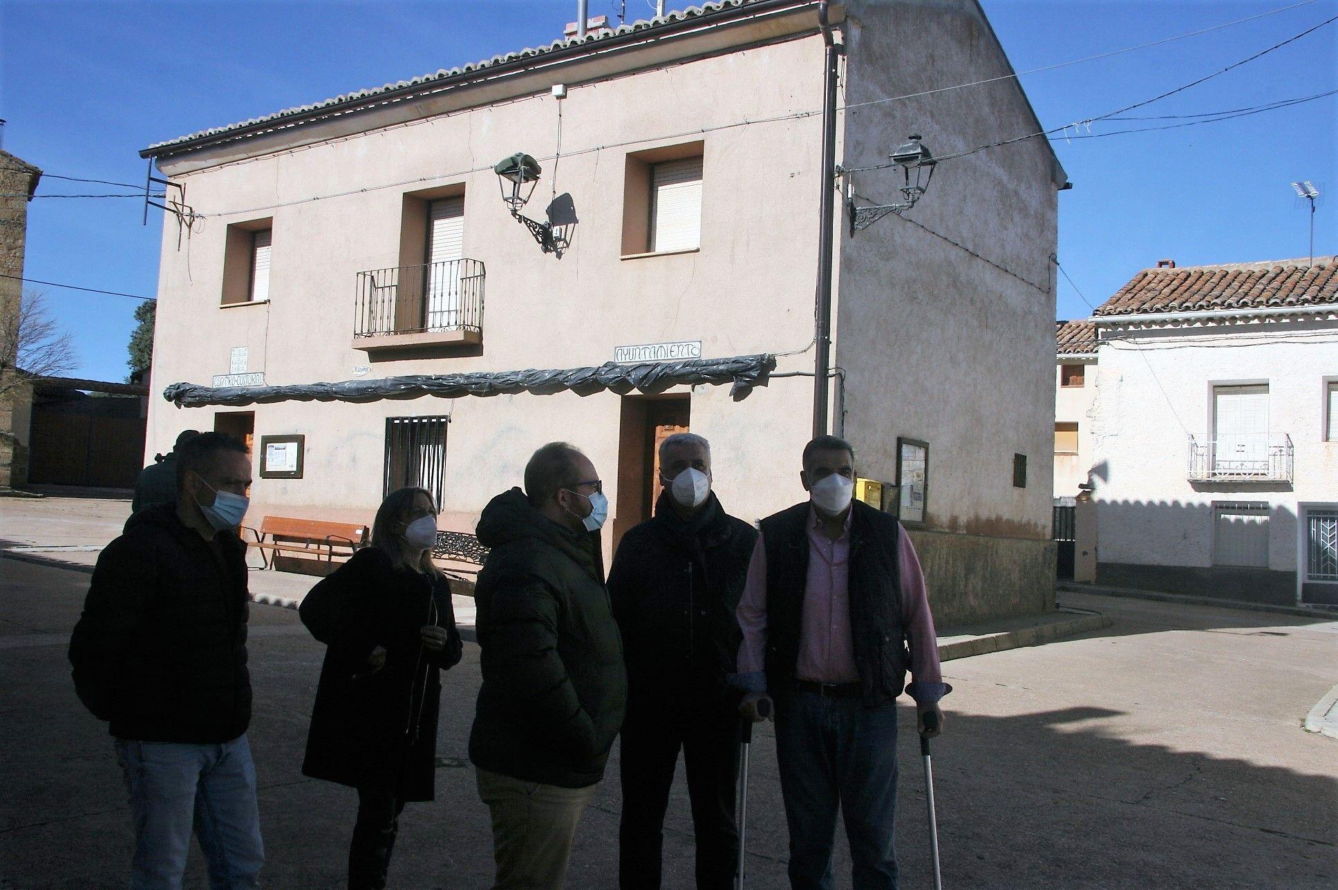 Vega comprueba en El Pedregal y Alustante la utilidad del FOCODEM para los pequeños municipios