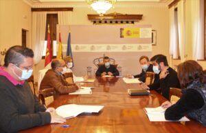 La Subdelegación del Gobierno convoca a los ayuntamientos que ya cuentan con ordenanzas municipales reguladoraspara el alojamiento de trabajadores migrantes en las campañas agrícolas
