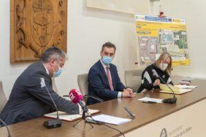 La directora general de ACUAES y el alcalde de Quintanar de la Orden firman el convenio para mejorar el saneamiento y depuración del municipiocon una inversión de 11 millones de euros