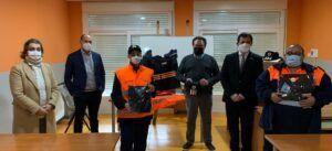 El Gobierno regional entrega seis lotes de uniformes a la Agrupación de Voluntarios de Protección Civil de El Carpio de Tajo
