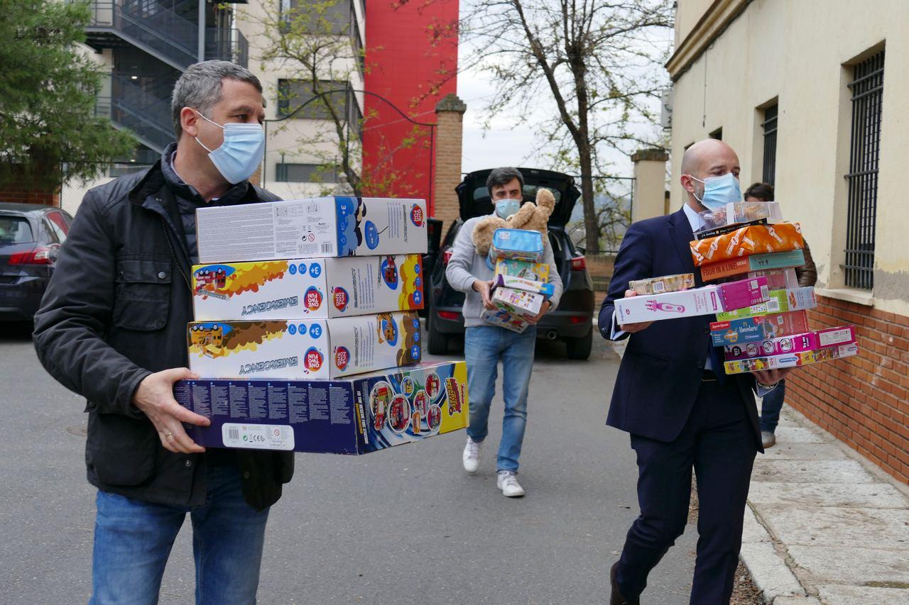Éxito de participación en la recogida de juguetes nuevos organizada por Cs Toledo a favor de Cáritas