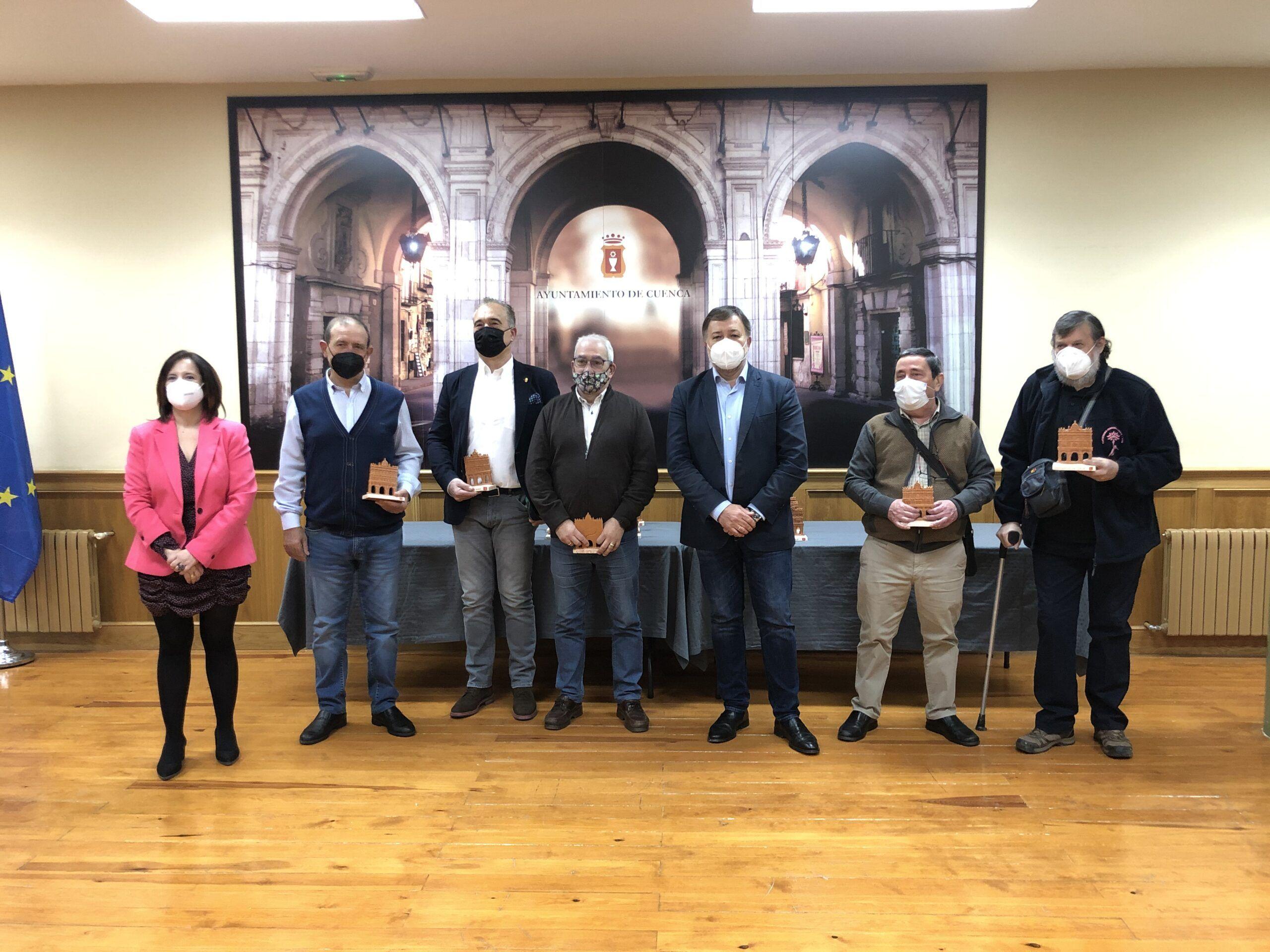 El Ayuntamiento despide a los 18 funcionarios municipales que se jubilan este año