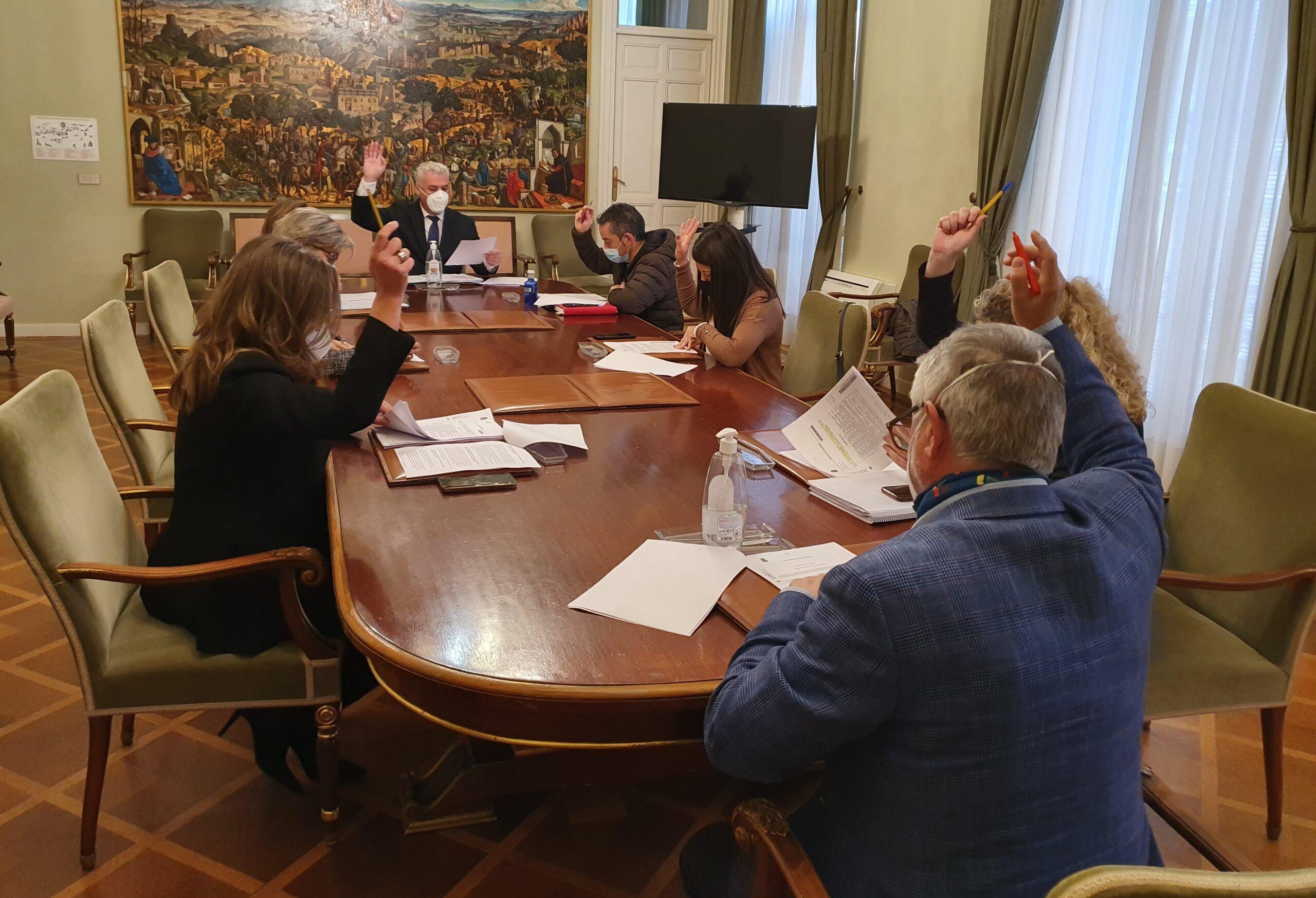 La Diputación ayuda a pagar cuotas de autónomos a 231 comerciantes de pueblos menores de 500 habitantes