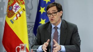 Illa anuncia que España recibirá 600.000 dosis de la vacuna de Moderna en las próximas semanas
