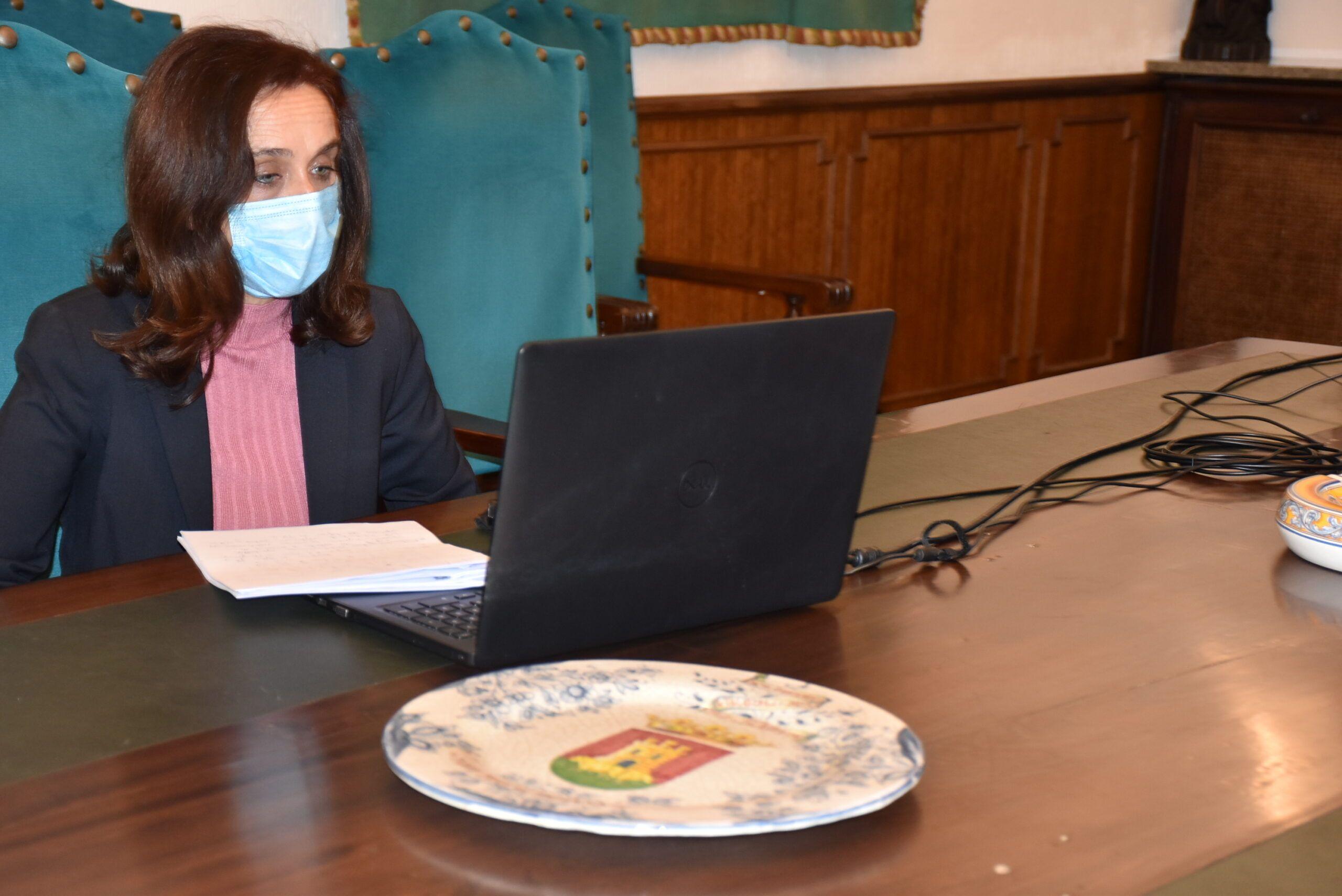 Flora Bellón aboga por el consenso con el resto de grupos municipales para crear una línea de ayudas destinada a los sectores más perjudicados por la pandemia
