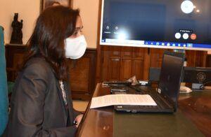 La portavoz municipal apela al confinamiento personal y voluntario para ayudar a los profesionales sanitarios y contribuir con su labor