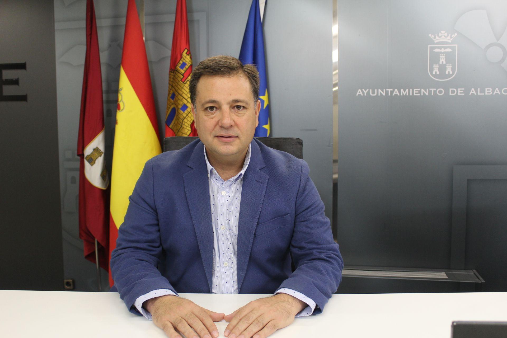 Manuel Serrano afirma que el alcalde de Albacete, Vicente Casañ, ha protagonizado un año carente de ideas, iniciativas y tan solo ha rematado algunos proyectos iniciados por el PP