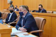 El equipo de Gobierno saca adelante una propuesta de defensa única para el proyecto del AVE y el soterramiento que no cuenta con el respaldo de los grupos del PP ni Vox