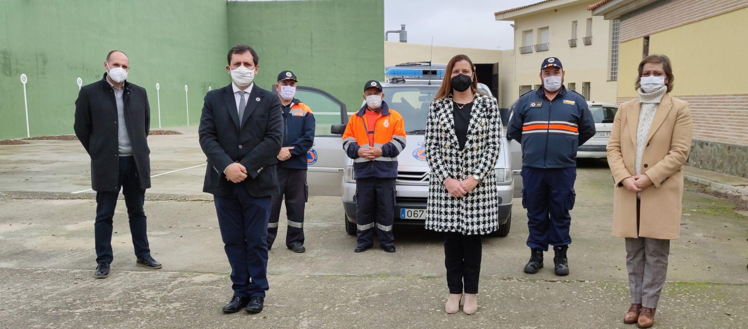 Protección Civil de Cebolla recibe uno de los doce equipos electrógenos distribuidos por el Gobierno regional a las agrupaciones de voluntarios de Toledo